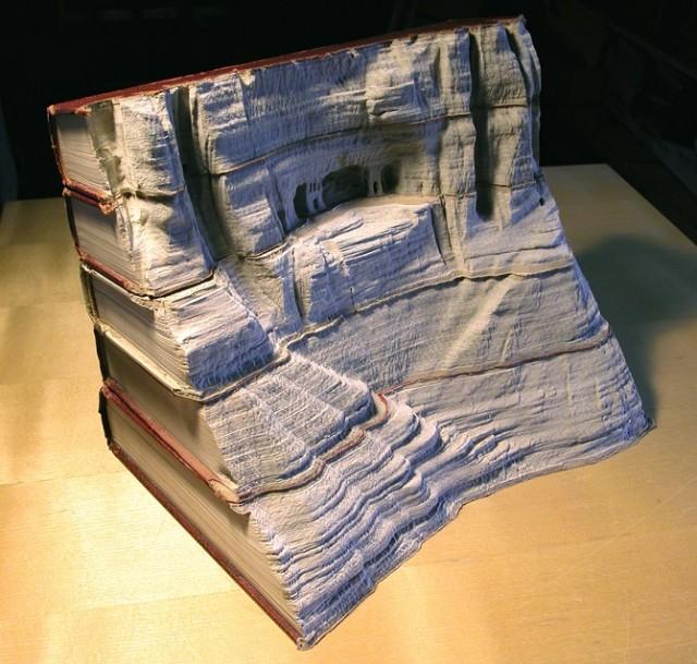 rzeźby z książek