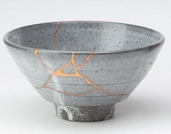 Kintsugi – japońska sztuka sklejania potłuczonej ceramiki