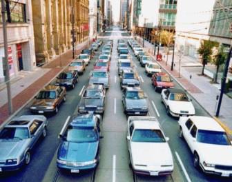 Błyskotliwy gif pokazuje, w jak wielkim stopniu transport publiczny może zmniejszyć korki na drogach