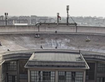 Tor wyścigowy na dachu niezwykłej fabryki samochodów