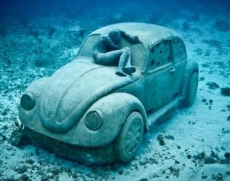 Brytyjski artysta tworzy niezwykłe podwodne rzeźby, które pełnią bardzo pożyteczną funkcję