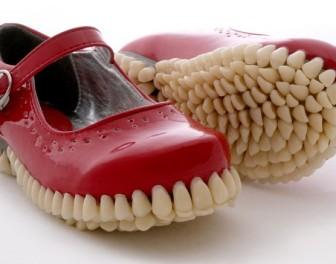 Dziewczęce buty na makabrycznej podeszwie
