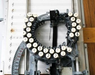 Zabytkowa maszyna do pisania nut