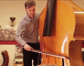 Oktobas – absurdalnie wielki instrument smyczkowy